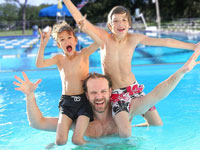 web_family-pool-party